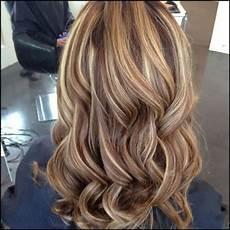 frisuren braune haare mit blonden strähnen 50 stilvolle vorschl 228 ge f 252 r braune haare mit blonden