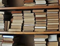 scaffale per libri vecchio scaffale per libri fotografia stock immagine di