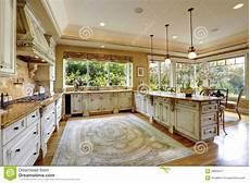 interno casa interno di lusso della casa armadi da cucina antichi