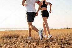 fitness homme et une femme faisant de de