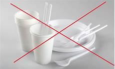 piatti e bicchieri di plastica per feste vietati bicchieri e piatti di plastica a casoria multe