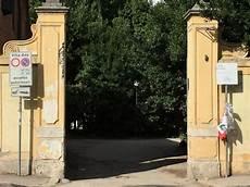 ingresso villa ada quot piazza giulio regeni quot un cartello a villa ada davanti