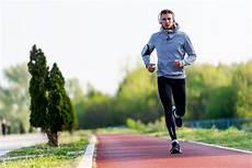 uomini che fanno sport la top ten degli sport brucia grassi calorie e a chi 232