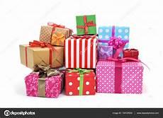 geschenke geschenke verpacken geschenke verpackt in verschiedenen papieren stockfoto