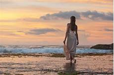 frauen am strand kostenlose bild h 252 bsches m 228 dchen das wandern wasser
