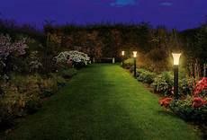 illuminazione giardino giardini illuminati crea giardino illuminazione giardino