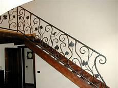 corrimano scale in legno scala portante in legno con parapetto e corrimano in ferro