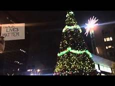 Christmas Tree Lighting Seattle 2017 Seattle Christmas Tree Lighting Interrupted By Protesters