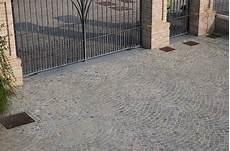 pavimentazione cortili esterni pavimenti per esterno in pietra naturale porfido e pietra