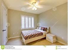 da letto beige da letto beige con la base dei bambini fotografie