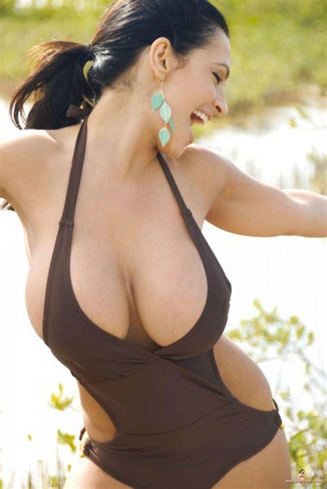 Francine Smith Sexy Pics