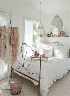 spiegel schlafzimmer shabby chic schlafzimmer wanddeko vogelk 228 fig spiegel