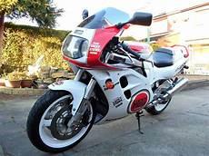 sports motorcykler suzuki gsxr1100 1993 with images bikes suzuki