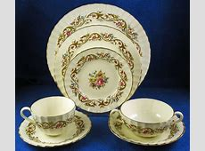 "Royal Worcester: 84 Piece ""Bournemouth"" English China"