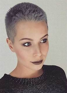 kurzhaarfrisuren feines graues haar these days most popular grey hair ideas days
