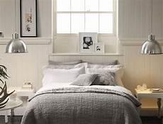 cuscini da letto quale illuminazione scegliere per la da letto