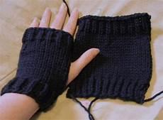 stricken handstulpen is easy flat knit warmers