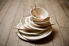 piatti e bicchieri di plastica per feste 3 alternative sostenibili alle stoviglie di plastica