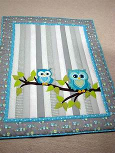 pin de lar en fofuplanas baby sewing baby owl baby quilt whoooo wouldnt to cuddle with this