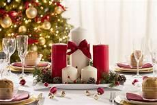 sti candele tavola di natale piatti e decorazioni oro rosso bianco
