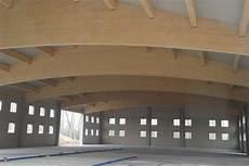 capannoni in legno realizzazione coperture curve in legno su misura veneta