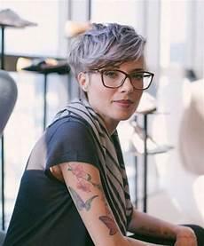 kurzhaarfrisuren mit brille 2016 kurzhaarfrisuren damen graue haare mit brille 2019 pinimg