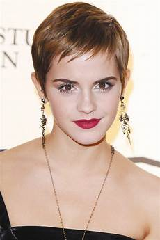 frisuren ovales gesicht locken the most flattering haircuts for oval shapes