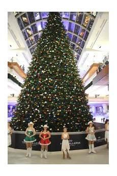 Galleria Tree Lighting 2018 A Holiday Giant Galleria S Massive Christmas Tree