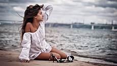 frauen am strand model hair outdoors bare