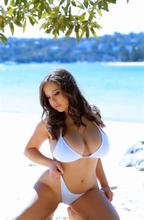 Nude Beach Deepthroat