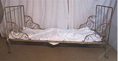 single iron day bed original shabby paint