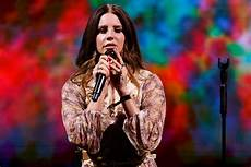 Del Rey Uk Charts Del Rey Performs Wicked Game With Chris Isaak L A