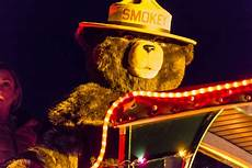 Flagstaff Light Parade 2017 Flagstaff Holiday Of Lights Parade Smokey Bear