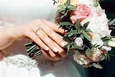buket matrimonio save a lot of money on your wedding flowers with these