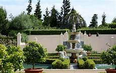 italian renaissance garden picture of hamilton gardens