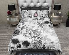 schlafzimmer ideen totenkopf lightweight skull bedding blue print with large