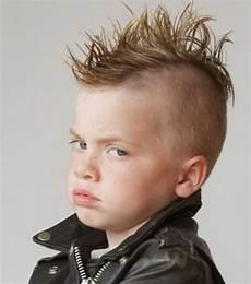 trendige und coole frisuren f 252 r jungs kinderfrisuren jungs