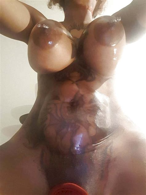 Geschlagen Nackt