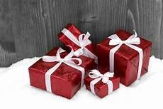 weihnachtsgeschenke foto free images wood white petal gift