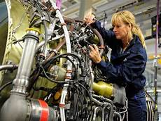 Airplane Mechanic How To Become An Aircraft Mechanic An Aviation Services Co