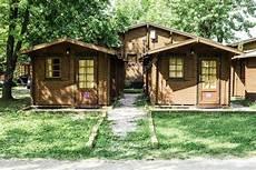 escapadelas de fim de semana em ohio bungalows de madeira no parque de cismo cing