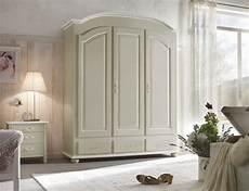 armadio da letto usato gli ambienti shabby l arredamento in stile shabby chic