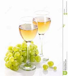 immagini bicchieri di bicchieri di con la vite e l uva da tavola fotografia