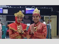 Mulai Hari Ini Frontliner Sriwijaya Air Pakai Pakaian Adat
