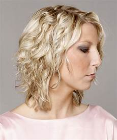 Light Champagne Hair Medium Curly Casual Hairstyle Light Champagne
