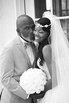 brude fotografering bildet mann person svart og hvit kvinne mann kysse