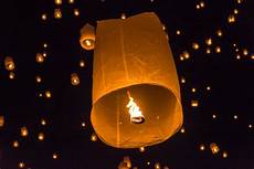 Lanterns And Lights At Chiang Mai Road Sky Lanterns Banned In Oregon In New Year Kobi Tv Nbc5