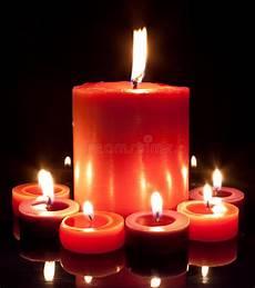 candele rosse candele rosse grandi e piccole immagine stock immagine