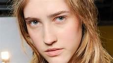 kurzhaarfrisuren damen ovales gesicht mit brille kurzhaarfrisuren ovales gesicht damen beliebte frisuren 2020
