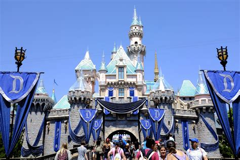 how to make the most out of a small bedroom how to make the most of your disneyland getaway minitime